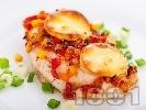 Рецепта Печено пилешко филе с топено сирене, царевица, морков и чушка в тава на фурна